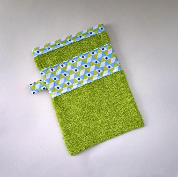 Gant de toilette en éponge verte : Puériculture par les-creations-de-julie72