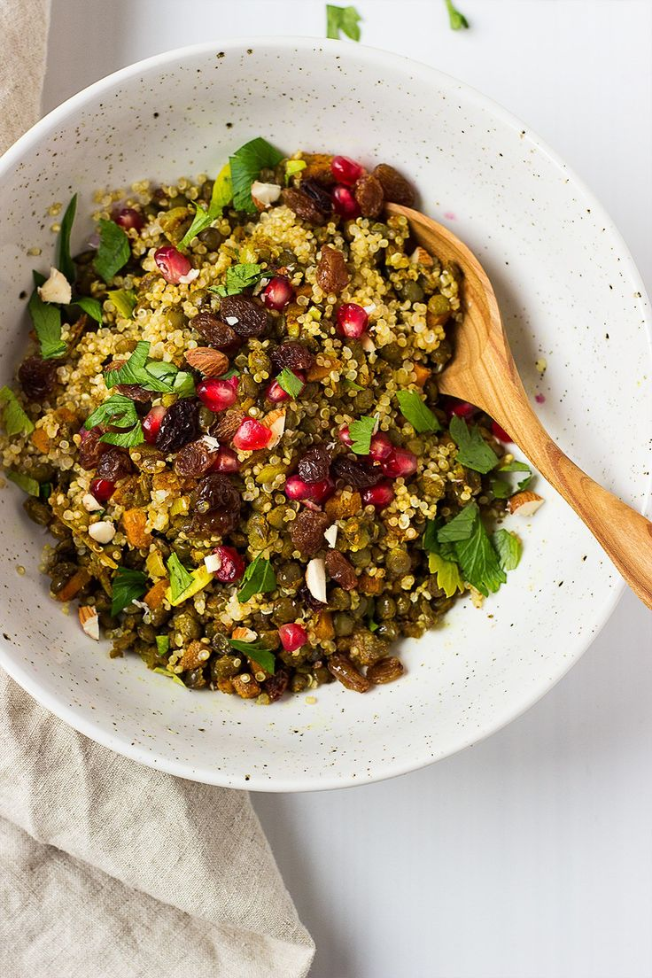 Quick and easy moroccan style puy lentil and quinoa salad, finished with raisins, pomegranate, parsley and a squeeze of lemon!