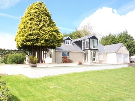 Detached Bungalow. 4 Bedrooms. Comes With Extensive Landscape Garden And  Double Garage. Located