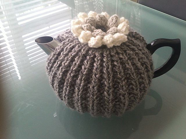 Ravelry: willowswhiten's Tea Cosy. Cast on Cast off pattern. Free.