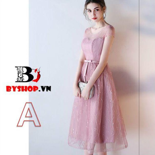 Đầm dự tiệc ren phối voan lưới với tông màu sắc hồng quyến rũ. Sản phẩm được thiết kế một cách tinh tế và đầy gợi cảm giúp bạn gái quyến rũ hơn trong đám đông.