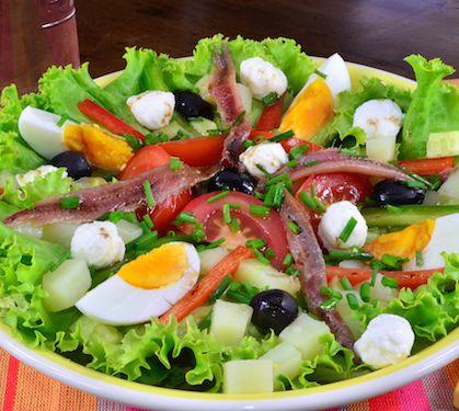 Salade Niçoise à la Mozzarella - Envie de bien manger http://www.enviedebienmanger.fr/fiche-recette/recette-salade-nicoise-a-la-mozzarella