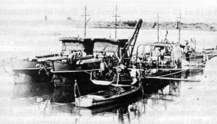 Škoda, Škoda, Těžké vlečné čluny OMvt 31 a OMvt 32 dodala armádě loděnice Škodových závodů v Komárně v letech 1933 – 1934, případně až 1935. Trup byl ocelové konstrukce s plochým dnem.