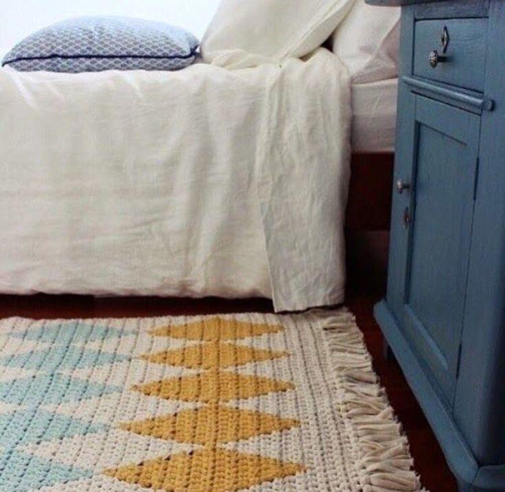 Лавка Вязаный дом. Корзинки, ковры, пуфы.