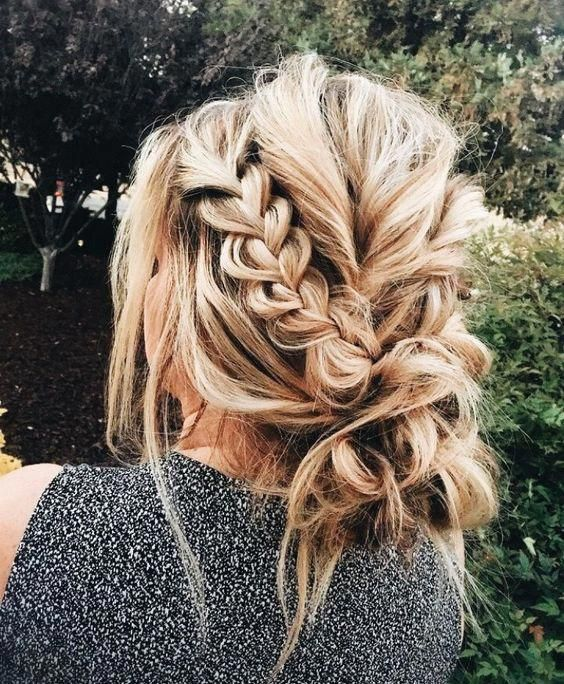 Gorgeous messy braid bun ......... #inspo #bridalhair #messybun #braid #hair #hairstyle #weddinghairstyle #braids