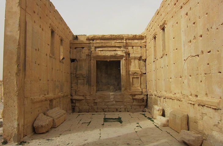 Cella: interior and main/northern niche/altar