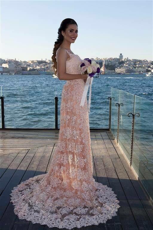 Mutlu gelinlerimizden...Nova Bella Nişantaşı #gelinlik #gelinlikmodelleri #gelin #düğün #nisantasi #straplezgelinlik #prensesgelinlik #straplez #moda #fashion #fashion_arabia #fashiondubai #beauty #beatiful #whitewedding #osmanbey #laleli #evleniyorum #2016fashion #rumelicaddesi #novabellagelinlik #dubaifashion #newyork #hautecouture #couture #sonmoda #wedding #modacı#moscowfashion #gelinlikciler