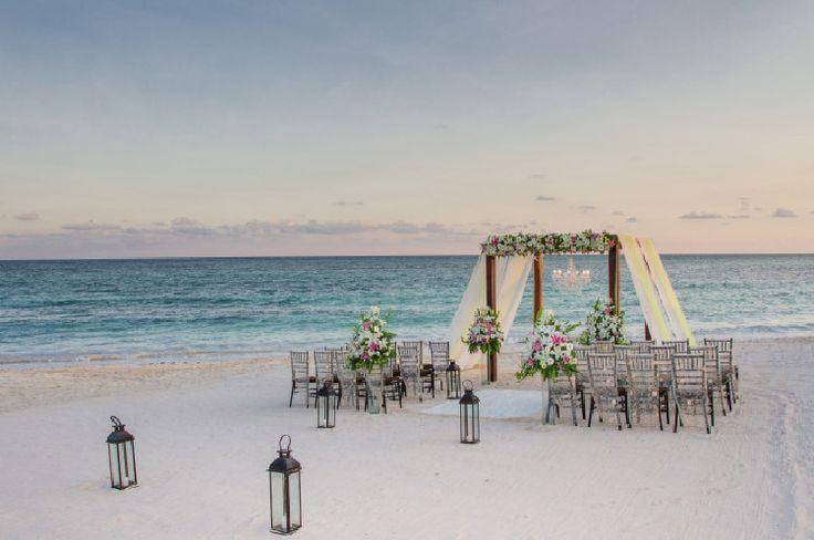 Casamento na praia: guia completo para a sua festa dar certo Tem alguma noivinha por aí pensando em se casar na praia?! Sim? Então atenção, pois este post sobre casamento na praia foi escrito especialmente p...