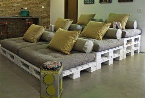 Или три кровати (за те же 1000 рублей):