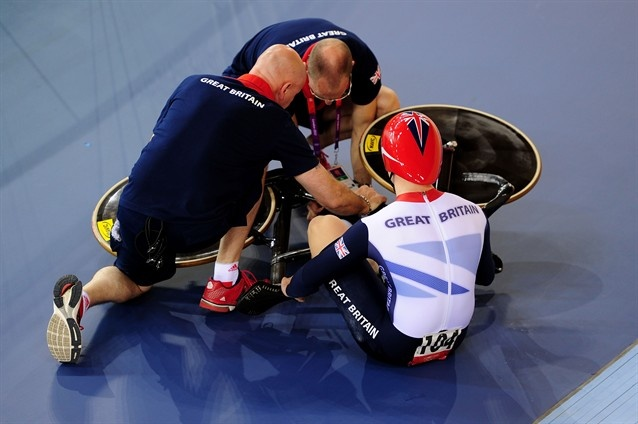 Philip Hindes crashes on purpose - Cycling Slideshows (Photo: Getty Images) #NBCOlympics