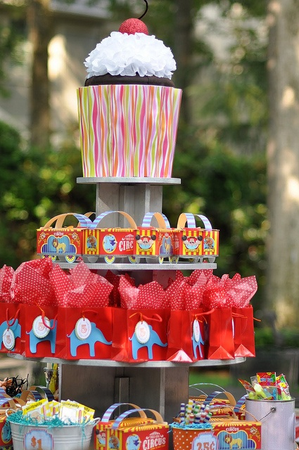 Circus party decor