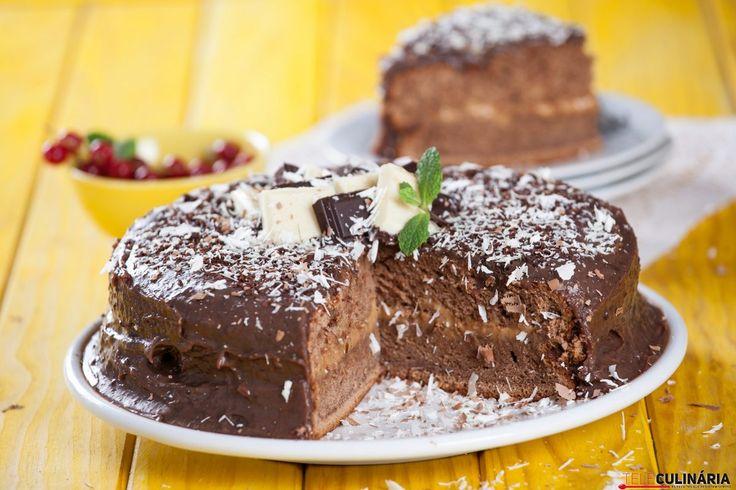 Uma receita para saborear com muita calma. Um verdaderio anti-stress :) http://www.teleculinaria.pt/receitas/bolo-chocolate-leite-condensado/