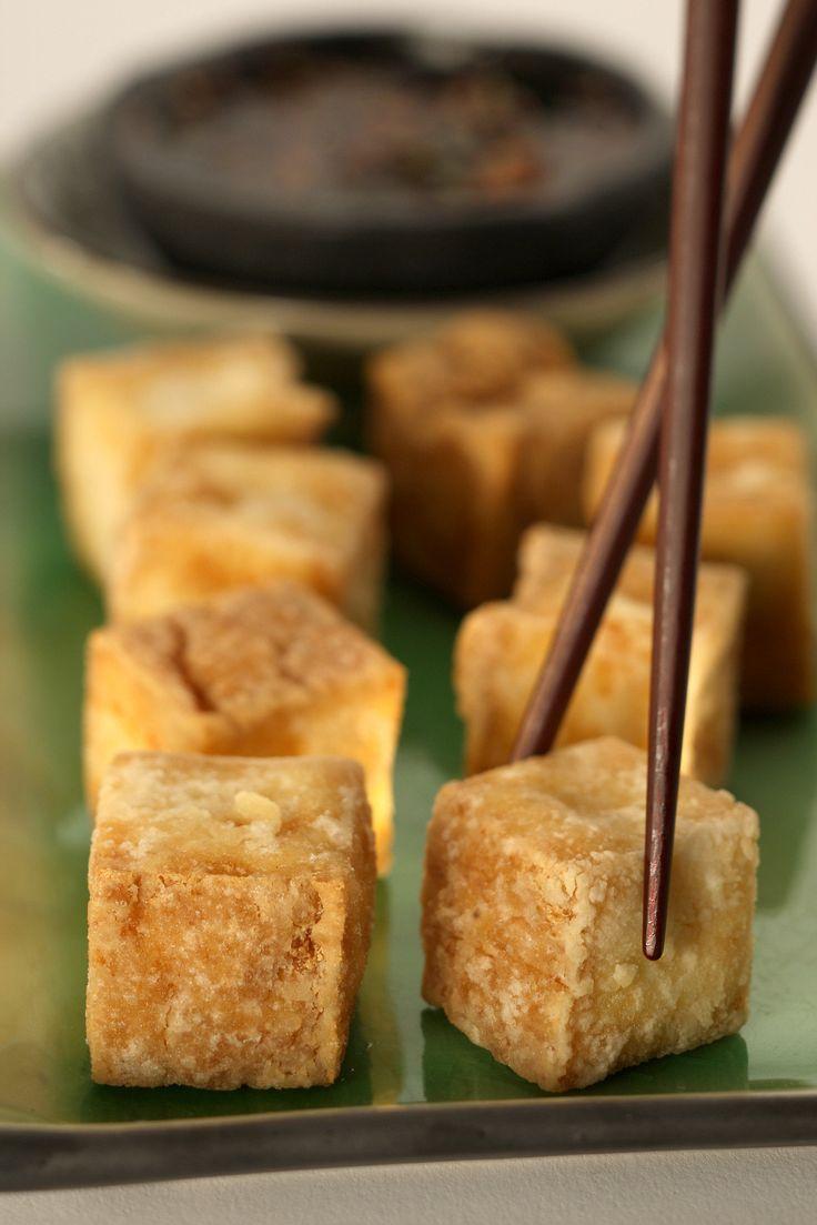 Deep-fried tofu with dipping sauce