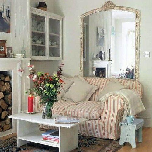 Decorare salotto piccolo con gli specchi