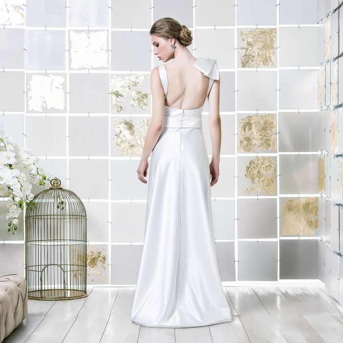 Gio Rodrigues Yoko Wedding Dress elegant wedding dress  satin duchese aplication  V-neckline  engaged inspiration unique gorgeous elegant bride