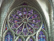 Rozeta, różyca (fr.) – ornament architektoniczny w kształcie rozwiniętej róży.  W architekturze gotyku rozetą nazywa się okrągłe okno wypełnione witrażem i ornamentem maswerkowym umieszczone nad głównym portalem kościoła. W Krakowie znajduje się m.in. nad wejściem do Katedry na Wawelu