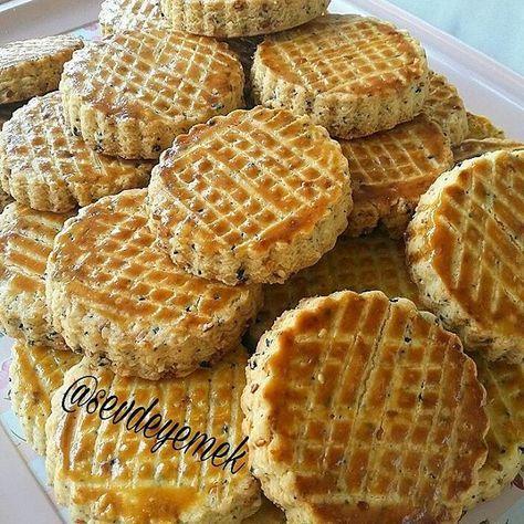 """1,303 Beğenme, 93 Yorum - Instagram'da Sevgi Nalbant (@sevdeyemek): """"Hayırlı akşamlar  Tuzlu kurabiye  Malzemeler  500 gr un 1 paket margarin ve ya tereyağı  2 adet…"""""""