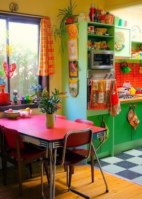 Retro '50s kitchen • photo: Betty Jo Designs on Panda's House http://www.pandashouse.com/red-and-green-retro-kitchen Nice to see color for a change :)