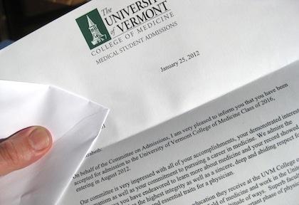 admission letter 내가 최근에 받았던 편지들 중에서 받고 가장 행복했던 편지는 연세대학교 입학 통지서였던 것 같다. 나뿐만이 아니라 모든 대학생들이 받고나서 기분 좋았고, 현재 수험생들이 가장 받고 싶어하는 편지가 admission letter가 아닐까 싶다.