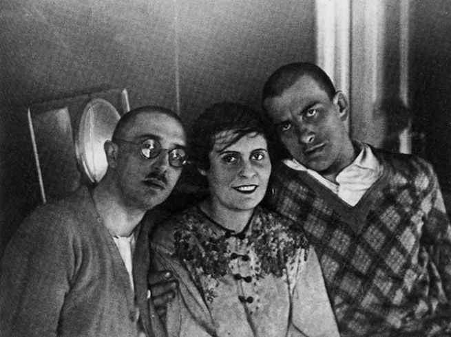 Osip e Lili Brik insieme a Vladimir Majakovskij