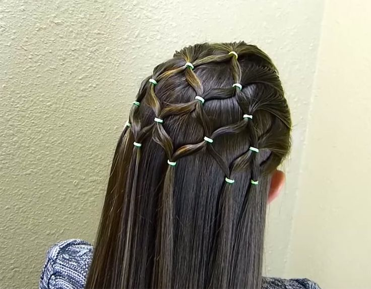 Pretty Christmas Tree Hairstyle That's Easier to Do Than