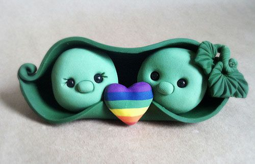 Are you two peas in a pod? Get this sweet pea of a topper at The Air Castle (www.etsy.com/shop/theaircastle).