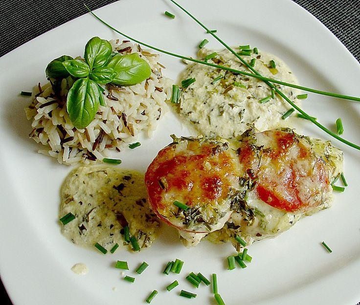 Hähnchenbrustfilet mit Tomate und Mozzarella in Kräuter - Sahne - Sauce Zutaten 2  Hähnchenbrustfilet(s) (je ca. 200 g) 1  Tomate(n) 1 Kugel/n Mozzarella   Salz und Pfeffer   Für die Sauce: 200 ml Sahne 1 Zehe/n Knoblauch 1/2 Bund Oregano, frischer   Salz und Pfeffer