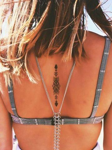 tatuajes de flechas para mujeres en la espalda