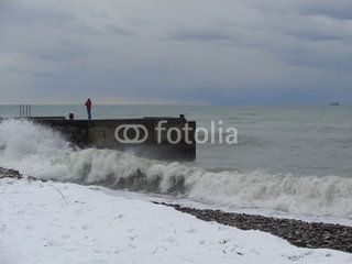 Снег и зимний шторм на Черноморском побережье