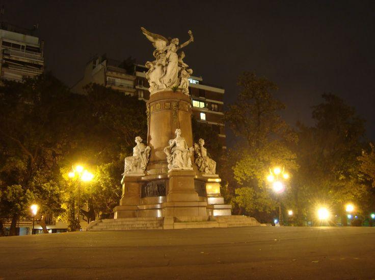 Plaza Francia y su Monumento en honor a los franceses, en el barrio de Recoleta, Buenos Aires, Argentina