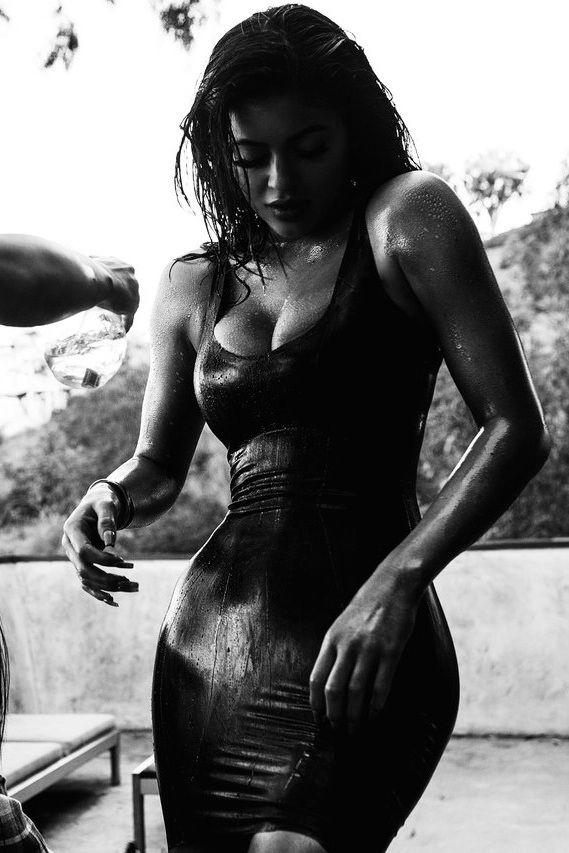 keeping-up-with-the-jenners:  Kylie photoshoot with sasha samsonova   #StyledbyMonicaRose