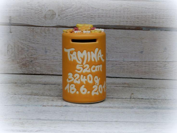 Spardose mit Namen und Geburtsdaten von Farbton-Keramik auf DaWanda.com