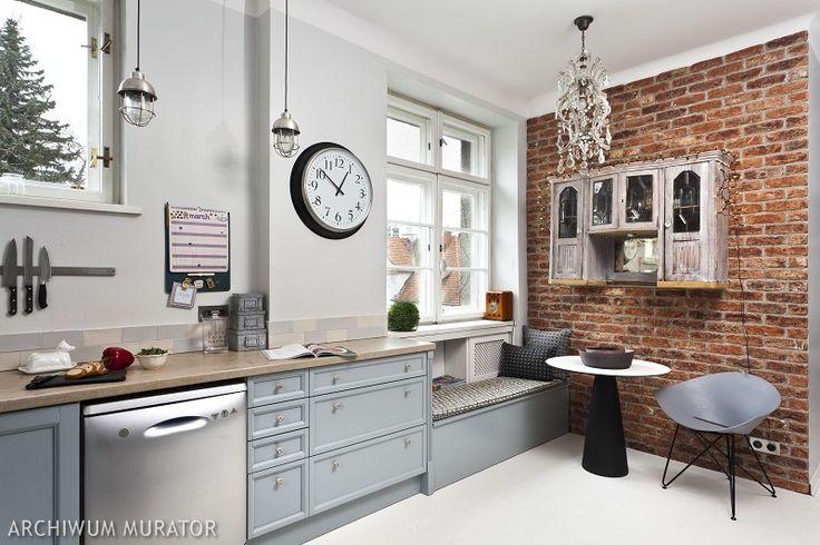 W najbardziej efektownych projektach kuchni 2014 roku dominują trzy style – styl skandynawski, styl rustykalny i nowoczesny styl minimalistyczny. Modne jest także łączenie przeciwstawnych stylów, najczęściej stylistyki retro z nowoczesnymi formami.