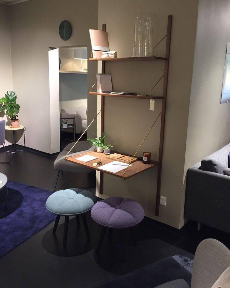 A simple and stylish setup with our ROYAL SYSTEM, designed by Poul Cadovius, 1948, at Tidens Møbler Lounge in Aarhus, Denmark @tidensmoeblerlounge #dk3 #danishdesign #designfurniture #royalsystem #poulcadovius