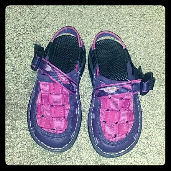 Kids Chaco's Lightly used Kids Chaco's.  In very good condition.  Has no damages and looks like new. Purple and fuchsia Chacos Shoes Sandals
