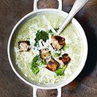 Een heerlijk recept: Broccolisoep met bier kaas en croutons