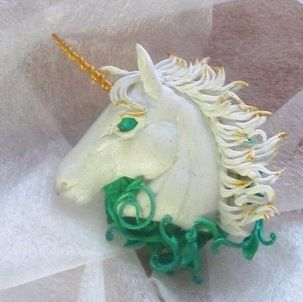 Брошь Единорожек. #единорог #единорожек #белыйединорог #белый_единорог #единороги #брошь_единорог #полимернаяглина #бархатныйпластик #unicorn #white_unicorn #whiteunicorn #horsebrooch #unicorn_brooch #polymerclay #gift_for_woman #woman_gift #gift_for_girl #white_horse #horse #velvetclay #unique_gift #handmade_brooch #handmade_gift #ручная_работа #для_девочки #подарок_девочке #подарок_женщине #женские_украшения #украшение #хендмейд_брошь