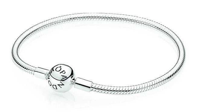 Pandora Armband Zilver 'Bal-sluiting' 590728-21. Nieuw in de Pandora collectie.., de klassieke zilveren armband maar dan met bolsluiting. De armband is verkrijgbaar in diverse lengtes. https://www.timefortrends.nl/sieraden/pandora/bedelarmbanden.html