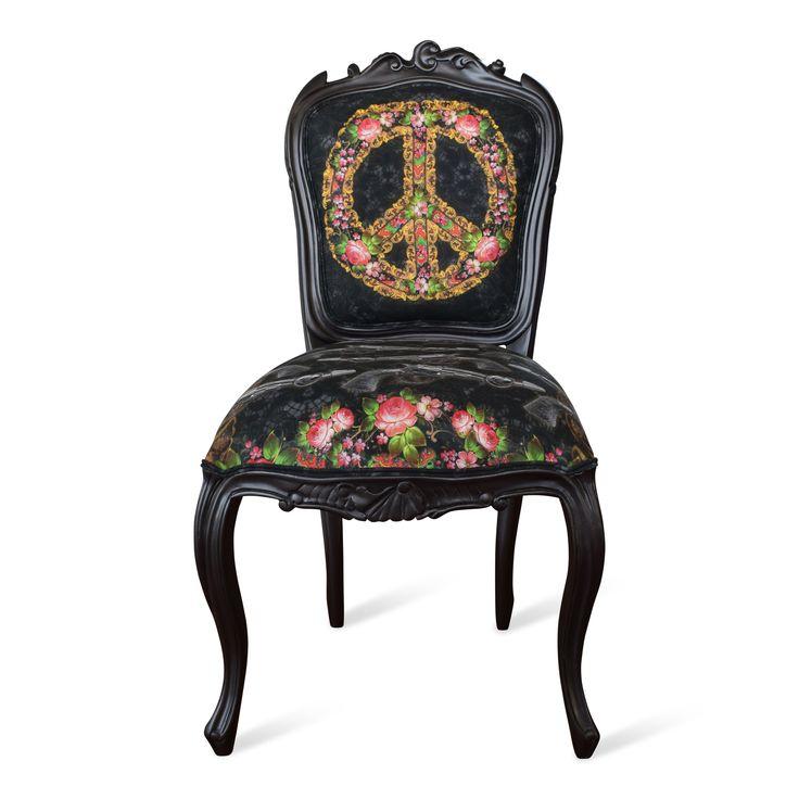 Rokokoinspirerad stol från oss på BVN Design.  Stolen är handmålat i en djup mörkgrå färg. Tyg från designern Van Asch.