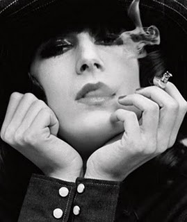 Anjelica Huston: Huston Photographers, Style Icons, Bobs Richardson, Angelica Houston, Anjelica Houston, Angelicahouston, Anjelica Huston, Smoke, Angelica Huston