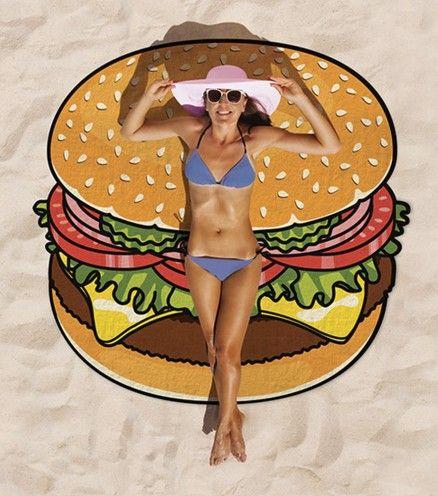 La serviette de plage hamburger: elle qui ne vous fait prendre aucun kilo.