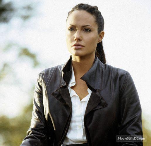 Lara Croft Tomb Raider: The Cradle of Life - Publicity still of Angelina Jolie