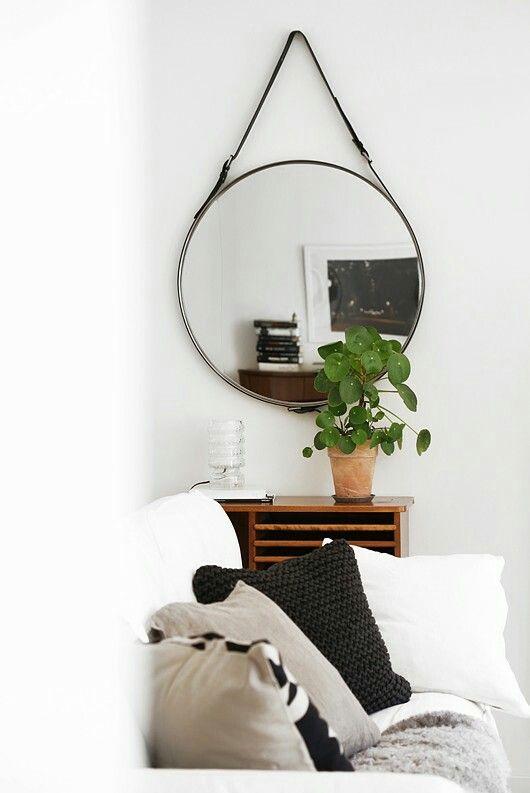 Muurdecoratie - Spiegel ophangen mbv leren riem
