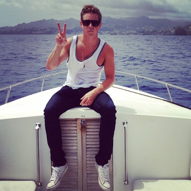 Jef!!!Dreams Man, Dreams Guys, Skinny Jeans, Guys Style, Peace Signs, Get Married, The Bachelorette, Jef Holmes, Sailing Boats