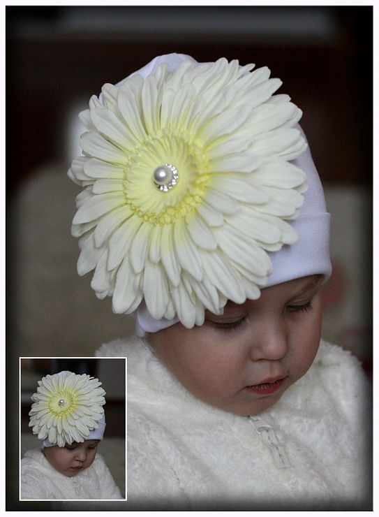 Белая шапочка с крупной герберой<span>500 руб.</span>