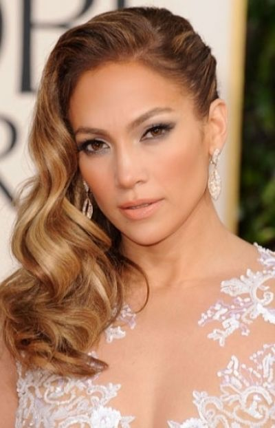 Fashionable Side-swept Hairstyle for Mature Women