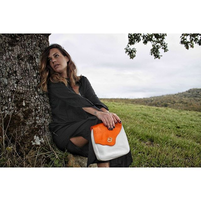 """#orange #halfandhalfcollection  A tree always reminds me of a place to dream, take a moment from daily pressures and just breathe. """"You don't always need a plan. Sometimes you just need to breathe, trust, let go and see what happens"""" #mandyhale .  .  .  .  .  .  #theplaceicallhome #chianti #mybag #madewithlove #designforapurpose  #handmade #madeinitaly #ootdshare #ootdstyle #ootd"""