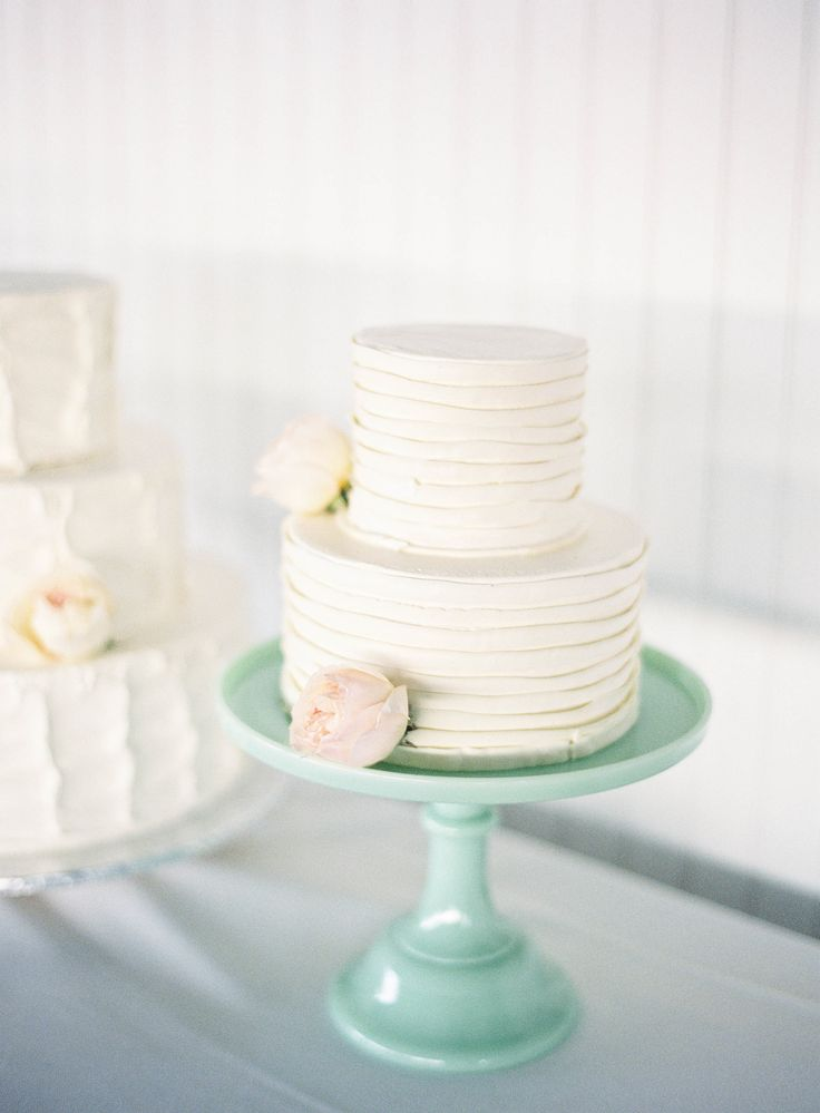 17 best images about wed on pinterest wedding vintage for Beautiful cake stands