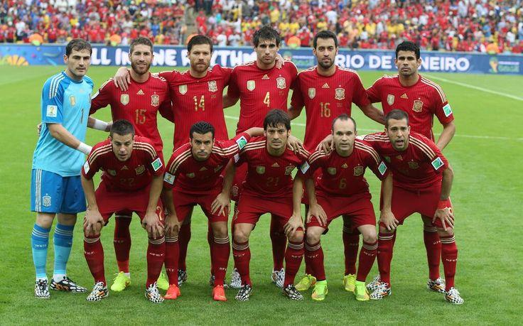 Foto: El 11 de #ESP. DIRECTO #ESP 0 - 0 #CHI [Min9] http://resultados.elpais.com/deportivos/futbol/mundial/2014/directo/grupos-b-2-espana_vs_chile-39734… #CopaMundialEspañaChile Autor: @AleRuesga pic.twitter.com/qlhiK2ESiV