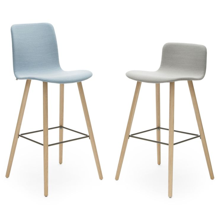 In addition to the universal chair with various different base options, the Sola chair series also includes bar stools with different base and backrest options. The series is designed by Antti Kotilainen.